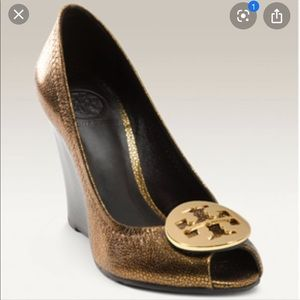 Tory Burch Julianne Gold  Peep Toe Wedge Sz 7.5